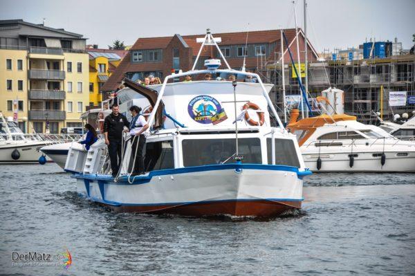 Blau-Weiße Flotte im Hafen von Waren (Müritz)
